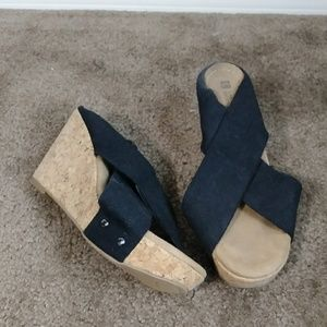 White mountain black wedge sandals